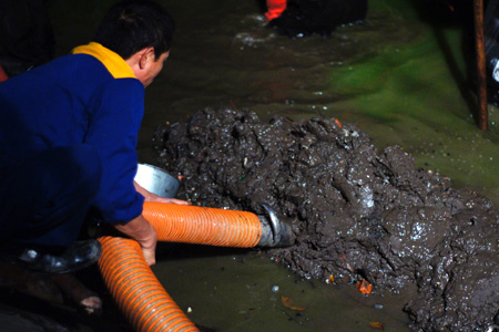 cho thuê xe hút bùn vi sinh