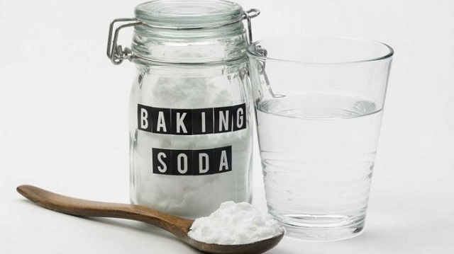 Dùng banking soda khắc phục dội nước bồn cầu không trôi
