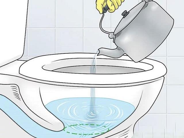 Sử dụng nước nóng giúp thông tắc cống hiệu quả