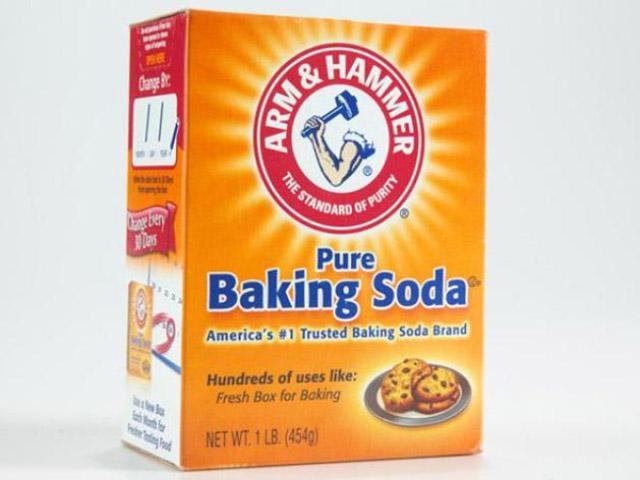 Thông tắc bồn cầu bằng baking soda và giấm ăn