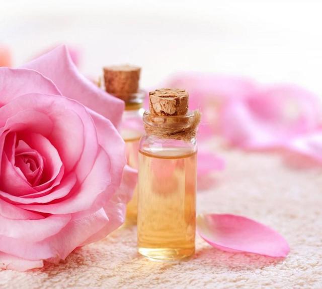 cách khử mùi nhà vệ sinh bằng nước hoa