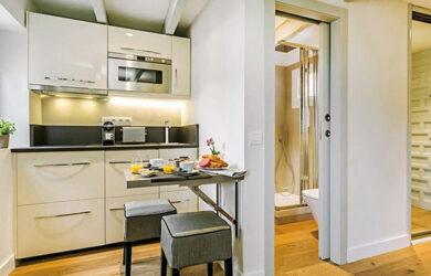 bếp dựa vào tường nhà vệ sinh 1