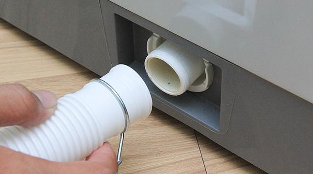 cách vệ sinh máy giặt cửa trước 8