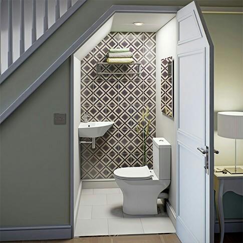 nhà vệ sinh dưới gầm cầu thang 2