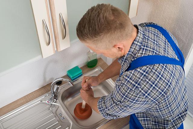 Thông chậu rửa bát bằng pittong